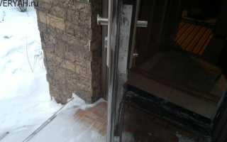 Опасности конденсата на дверях из металла, способы борьбы при появлении на входных группах